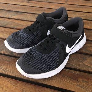 7b03e14762b3 Nike Shoes - NIKE BOYS REVOLUTION 4 PS size 11C